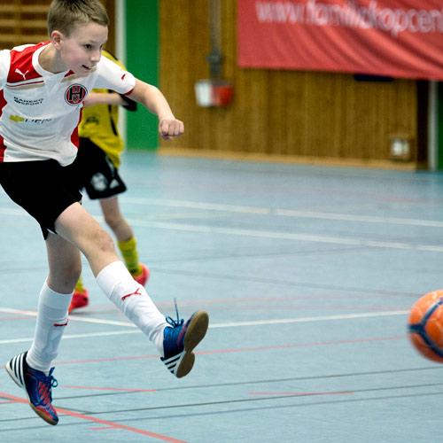 <p>Vi erbjuder fotboll för ungdomar och seniorer i samarbete med de lokala föreningarna runt om Holmsjö.</p>